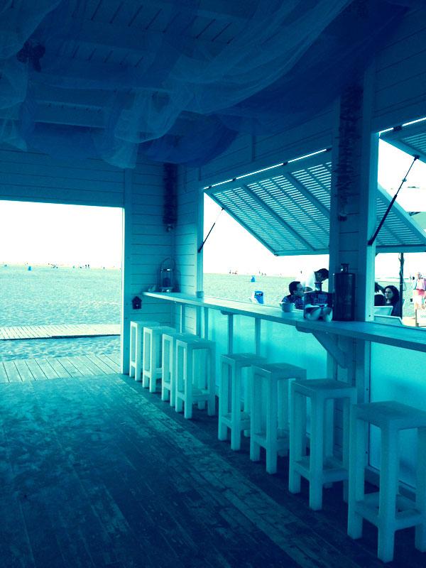 interior del chiringuito bay beach en gandia