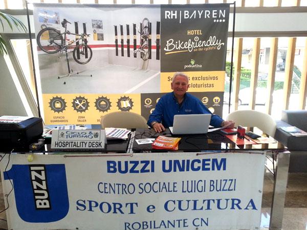 jefe de grupo ciclista en el hotel bayren
