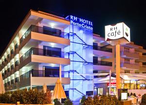 Fachada nocturna hotel rh portocristo peñiscola