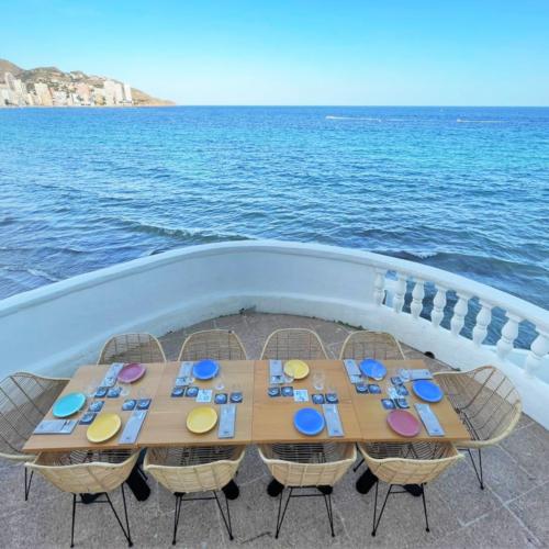 Mesa para cenas privadas en la terraza D.VORA BEACH del Restaurante D.VORA de Benidorm